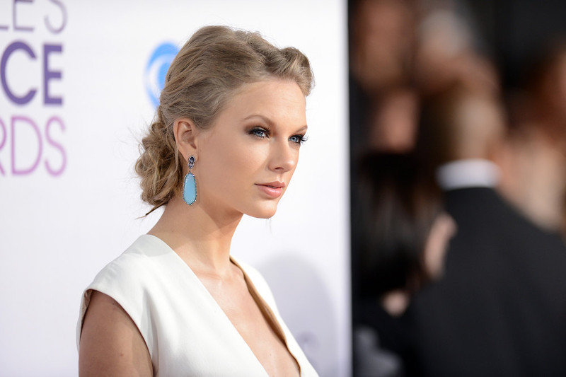 . Singer Taylor Swift attends the 39th Annual People\'s Choice Awards at Nokia Theatre L.A. Live on January 9, 2013 in Los Angeles, California.  (Photo by Jason Merritt/Getty Images)