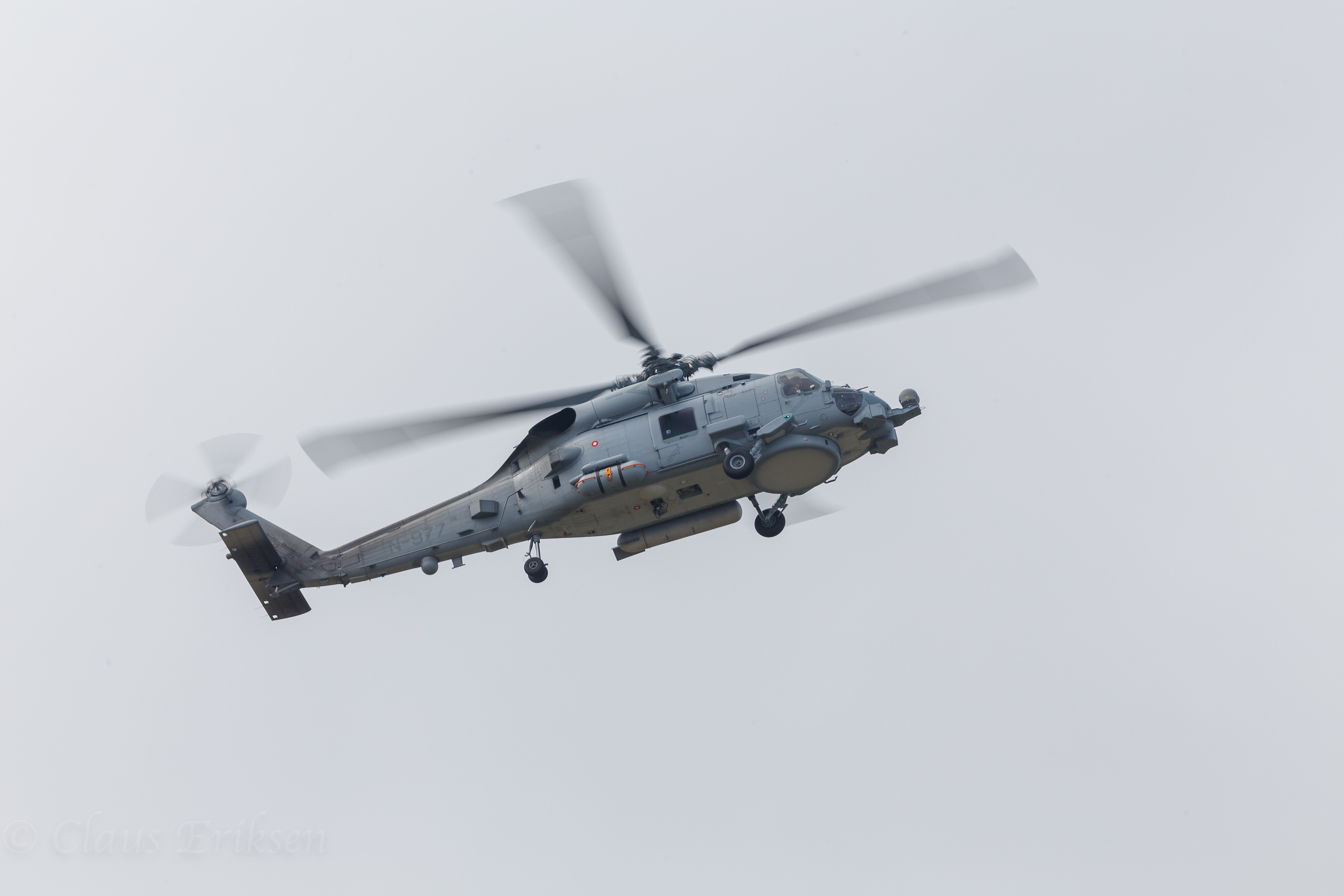 MH-60R turning