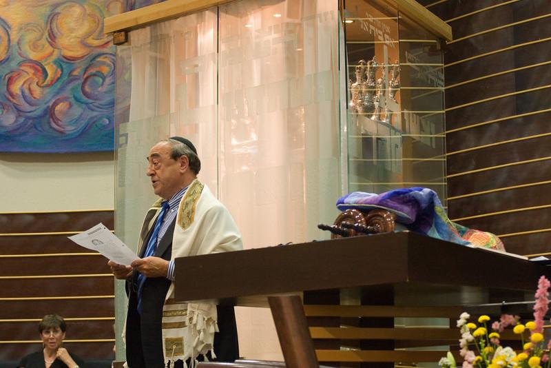 Hazzan Abraham Lubin leads Mi Sheberach -- Siyum HaTorah -- Beth El's Project 613: Writing a Torah