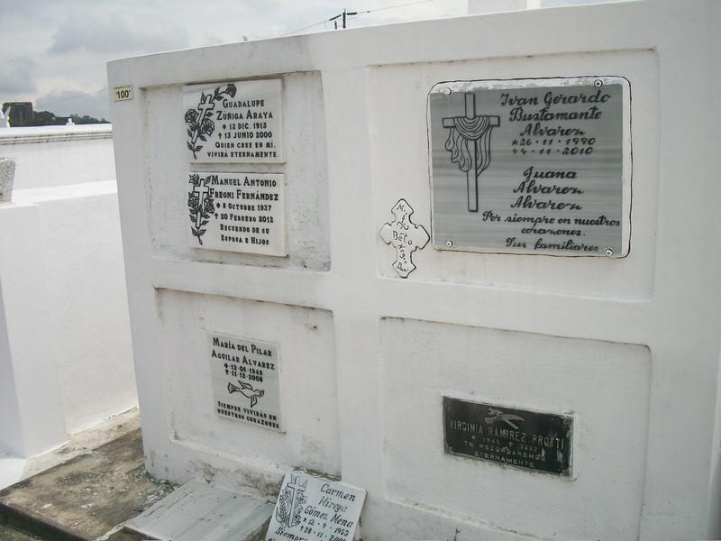 EscazuCentro_Cemetery1e.jpg