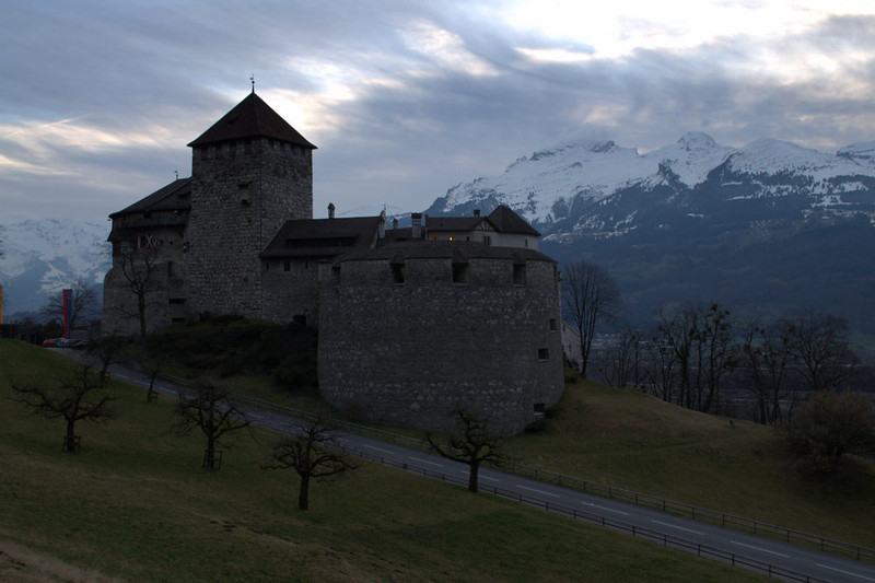 Liechtenstein Vaduz Castle and mountains 2.jpg