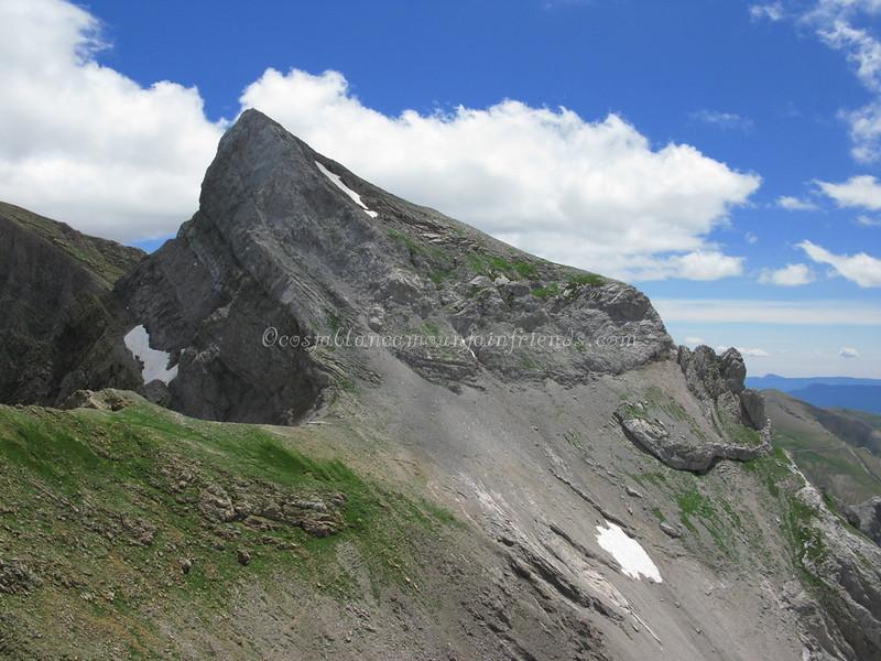 Pico Llena de la Garganta scramble 2599m