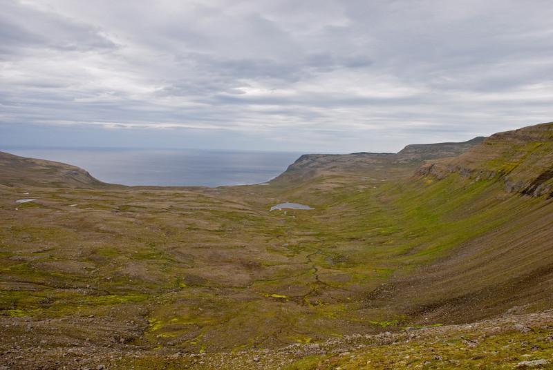 Horft niður í Hælavík