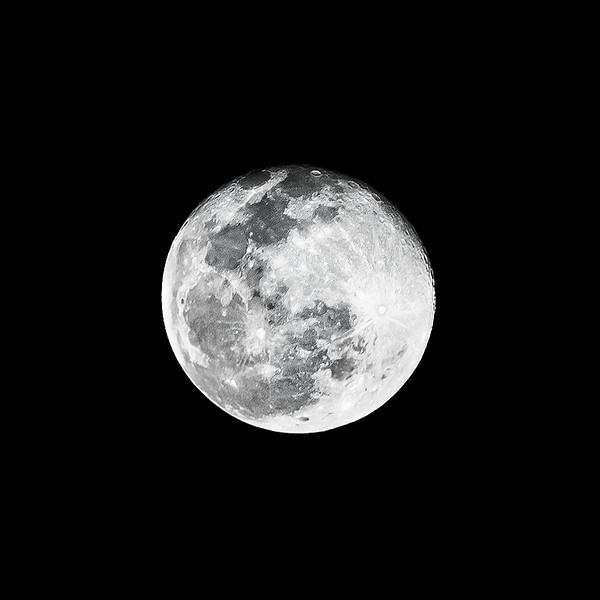 moon_DSC5841-1-standard-width-4800px-giga-web1601x1600U80.jpg