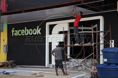 """""""Facebook"""" Club"""