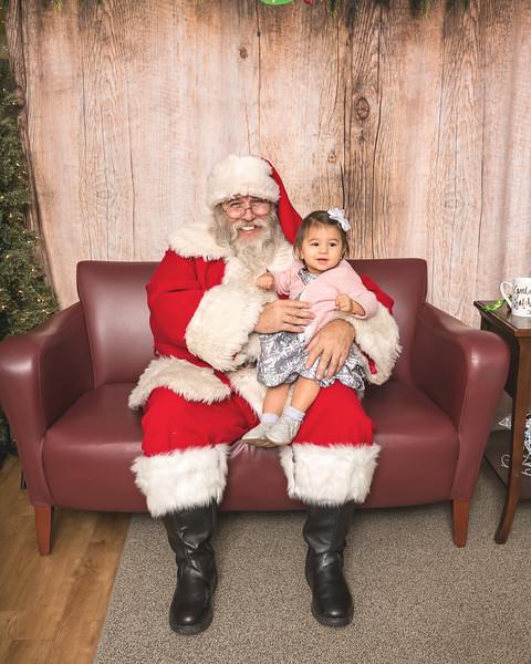 Ameriprise-Santa-Visit-181202-5047.jpg