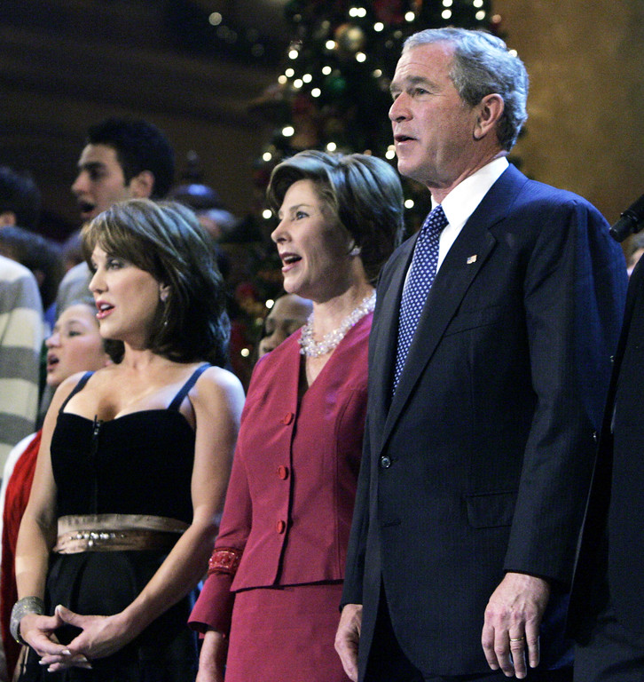 """. President Bush, right, with first lady Laura Bush, center, and host Robin McGraw, sing \""""Hark the Herald Angel Sing\"""", during the closing of the taping of the 24th Annual Christmas in Washington, Sunday, Dec. 11, 2005 in Washington.  (AP Photo/Manuel Balce Ceneta)"""