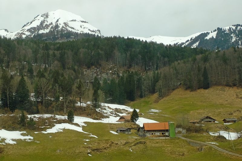 Train Lucerne to Geneva 04.jpg