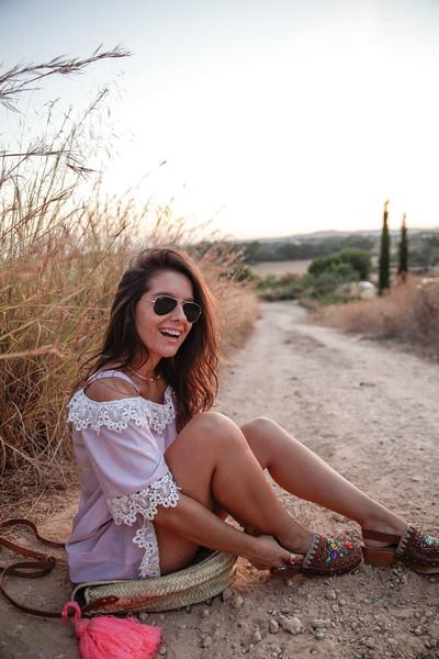 012_look_vestido_rayas_zuecos_capazo_redondo_instagram_tendencia_influencer_barcelona_theguetsgirl_laura_santolaria_ruga_ambassador_herny_london_sha_cha_verano.jpg