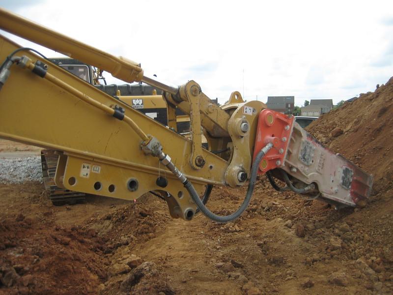 NPK GH9 hydraulic hammer (sn 91377) on Cat excavator (12).jpg