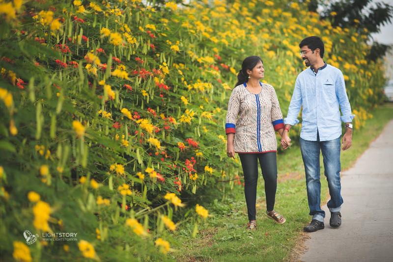 LightStory-CoupleShoot-Hassan-Bangalore-Hoysaleswara-Halebidu-Sunflowers-060.jpg