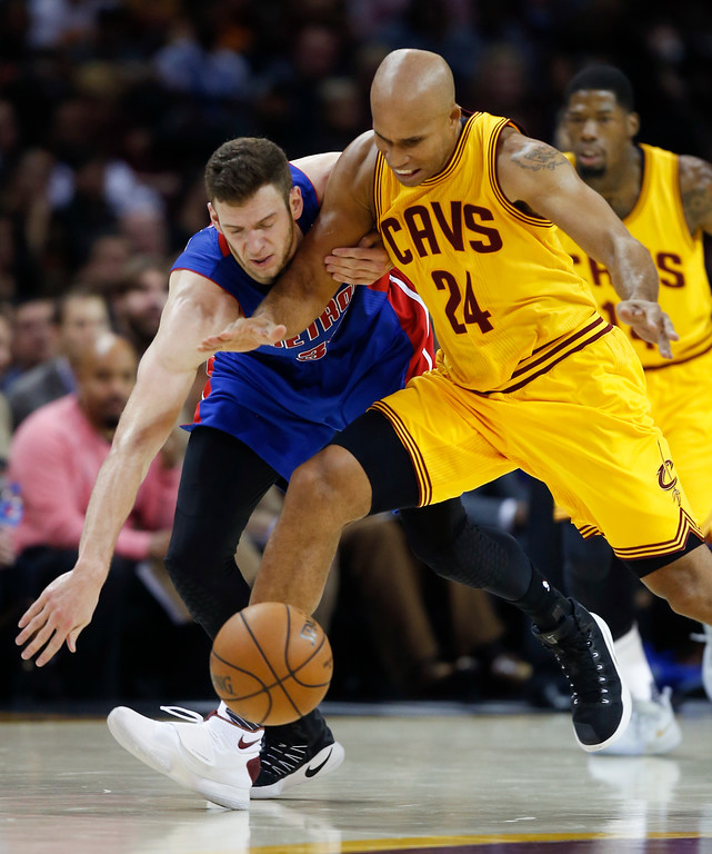 . Cleveland Cavaliers\' Richard Jefferson (24) and Detroit Pistons\' Jon Leuer chase down a loose ball during the second half of an NBA basketball game Friday, Nov. 18, 2016, in Cleveland. The Cavaliers won 104-81. (AP Photo/Ron Schwane)