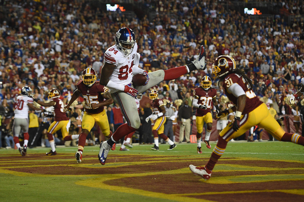 . LANDOVER, MD - SEPTEMBER 25: Tight end Larry Donnell #84 of the New York Giants catches a pass for a touchdown against the Washington Redskins during their game at FedExField on September 25, 2014 in Landover, Maryland. (Photo by Patrick Smith/Getty Images)