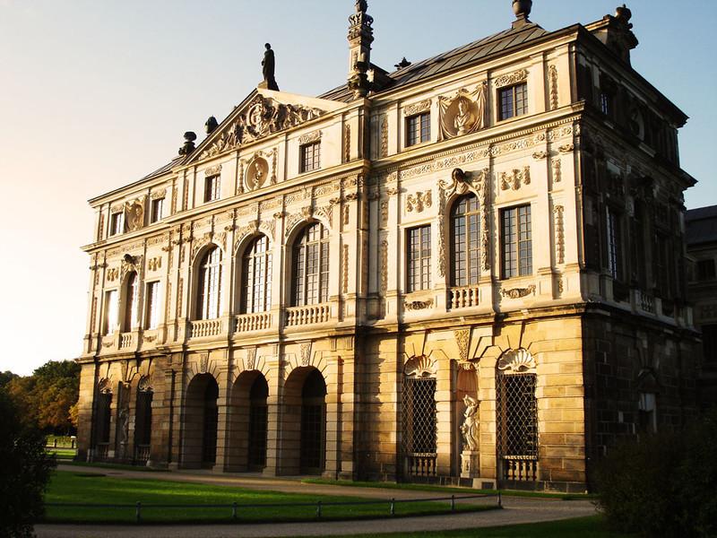 Grober Garten palace close-up.jpg