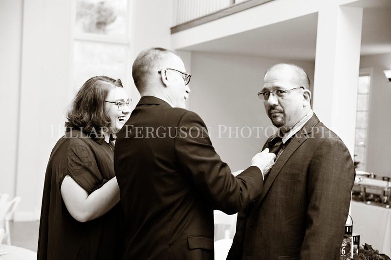 Hillary_Ferguson_Photography_Melinda+Derek_Getting_Ready357.jpg