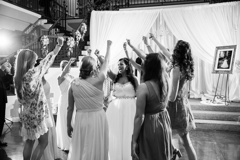 0977_Josh+Lindsey_WeddingBW.jpg