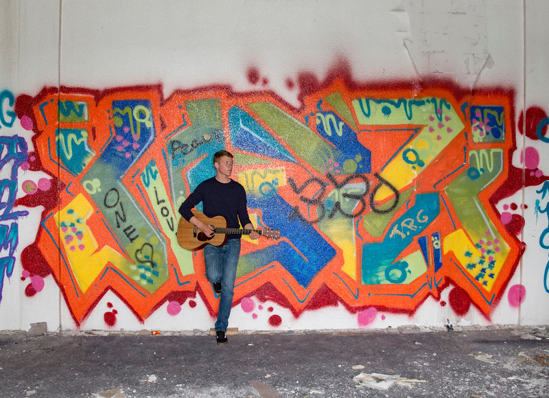 Andrew-Guitar-Rubber-bowl-inside-graffiti.jpg