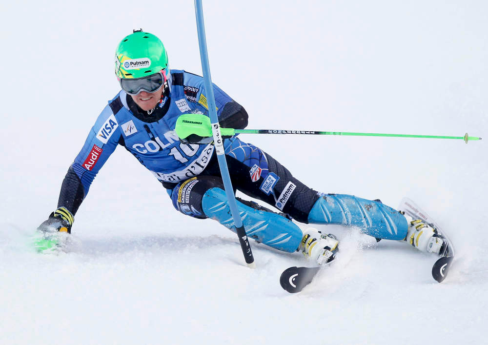 Description of . Ted Ligety of the U.S. skis during the first leg in the men's World Cup Slalom skiing race in Val d'Isere, French Alps, December 8, 2012.    REUTERS/Robert Pratta