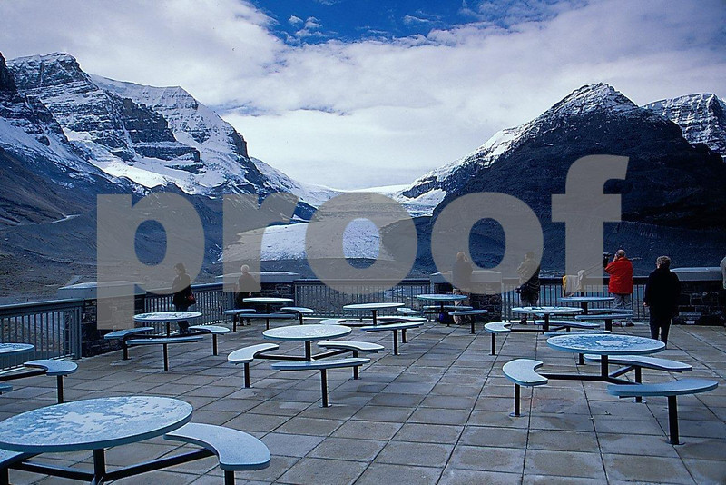 Columbia Icefields Centre.jpg