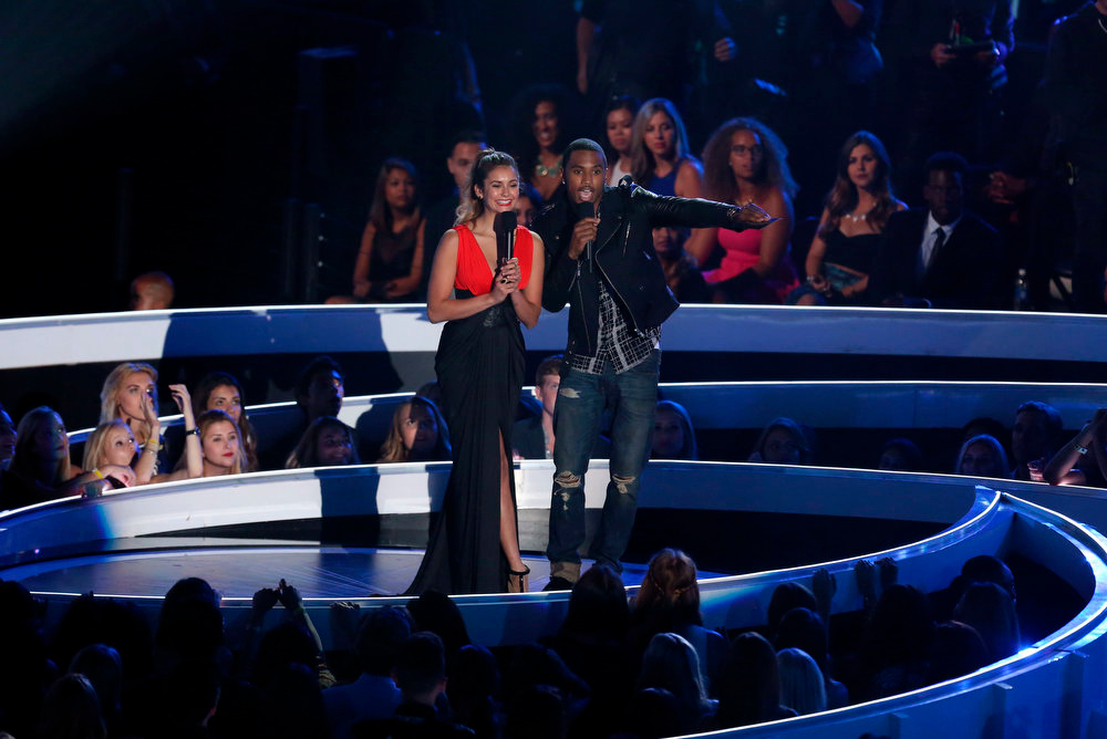 . Nina Dobrev, left, and Trey Songz present the award for Best Rock Video at the MTV Video Music Awards at The Forum on Sunday, Aug. 24, 2014, in Inglewood, Calif. (Photo by Matt Sayles/Invision/AP)