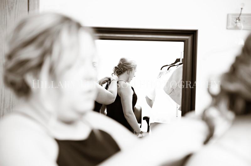 Hillary_Ferguson_Photography_Melinda+Derek_Getting_Ready168.jpg