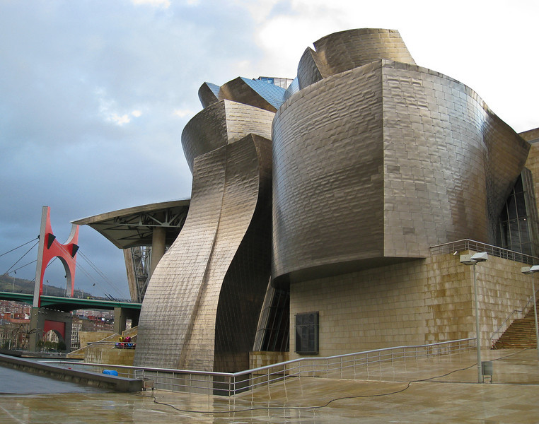 Guggenheim museum Bilbao, seen from the river. (Dec 10, 2007, 08:23am)