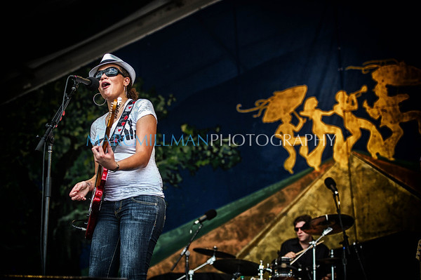 Mia Borders @ Gentilly Stage (Thur 5/3/12)