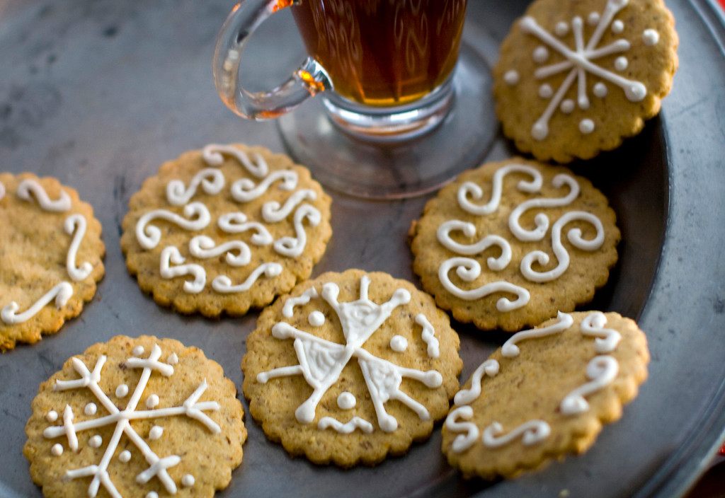 ". Rocco DiSpirito uses palm sugar (also called coconut sugar) in his healthy holiday spice cookies. <a href=""http://archive.azcentral.com/style/hfe/food/recipes/articles/2011/12/16/20111216healthy-holiday-spice-cookies.html\"">Get the recipe</a>. (AP Photo/Matthew Mead)"