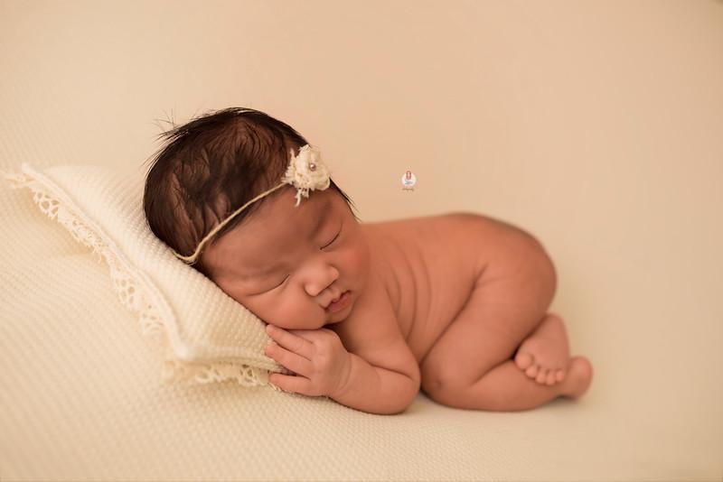 newborn-photographer-6962Camilla.jpg