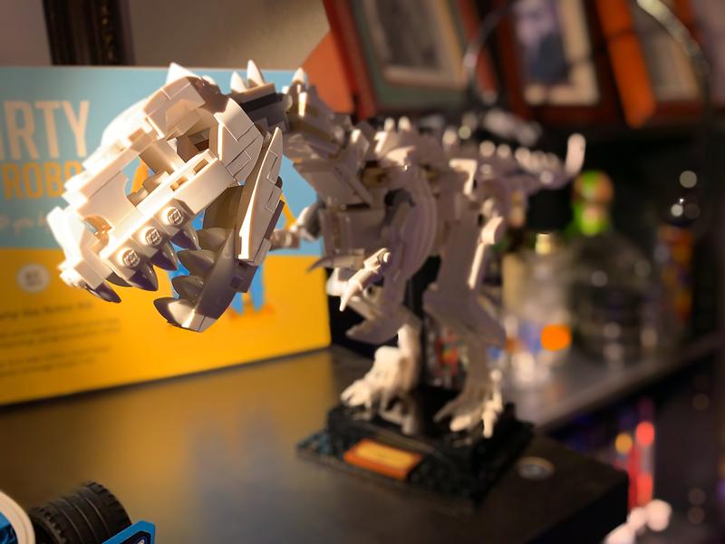 2020-02-08 LEGO T-Rex build-3