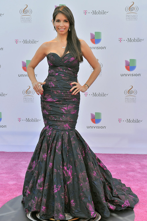 """. Giselle Blondet arrives at the 25th Anniversary Of Univision\'s \""""Premio Lo Nuestro A La Musica Latina\"""" on February 21, 2013 in Miami, Florida.  (Photo by Gustavo Caballero/Getty Images for Univision)"""