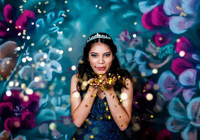 Adela Glitter Mini 2021