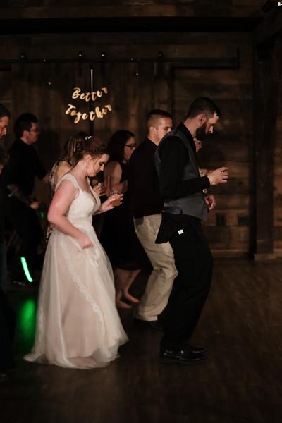 rustic_ohio__fall_barn_wedding-490.jpg