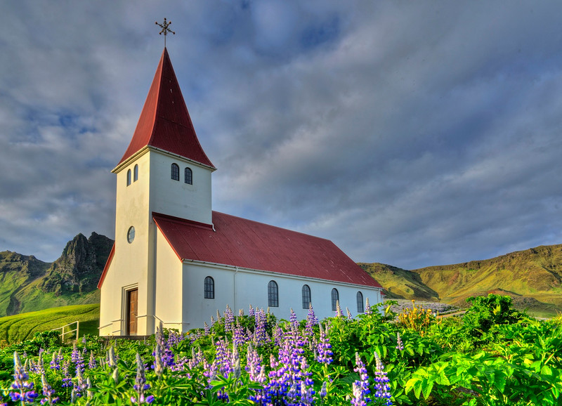 Church in Vik - afternoon light