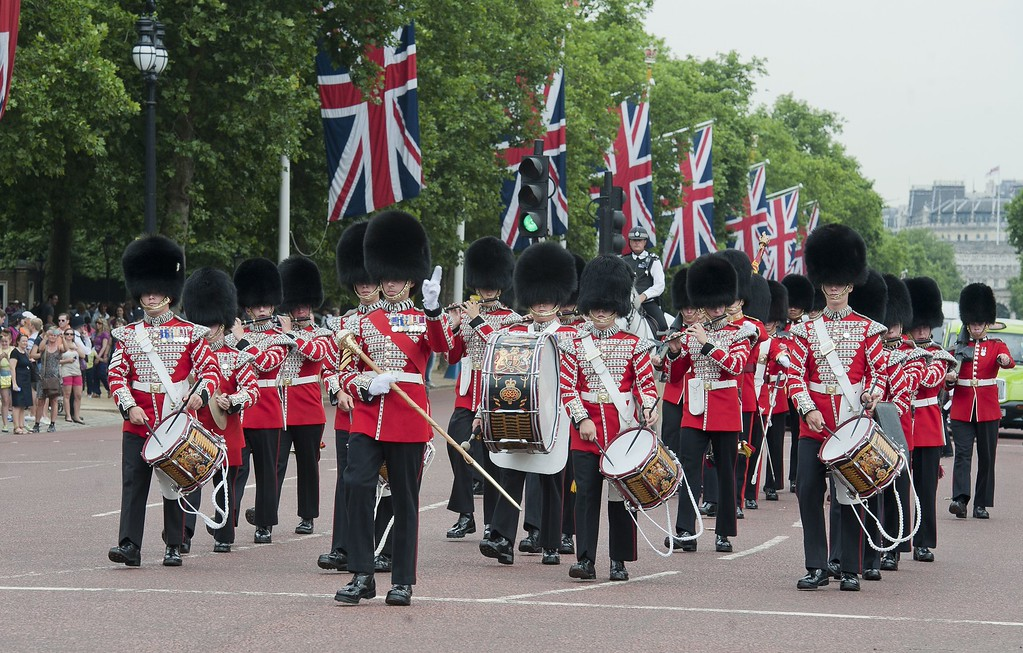 . Guardsmen take part in the Changing of the Guard outside Buckingham Palace in central London on July 23, 2013. International messages of congratulations poured in for the Duke and Duchess of Cambridge following the birth of the third in line to the throne, celebrated by gunfire salutes across London. AFP PHOTO / WILL OLIVER/AFP/Getty Images