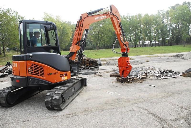 NPK K4JR demolition shear on Hitachi mini excavator at NPKCE (5).jpg