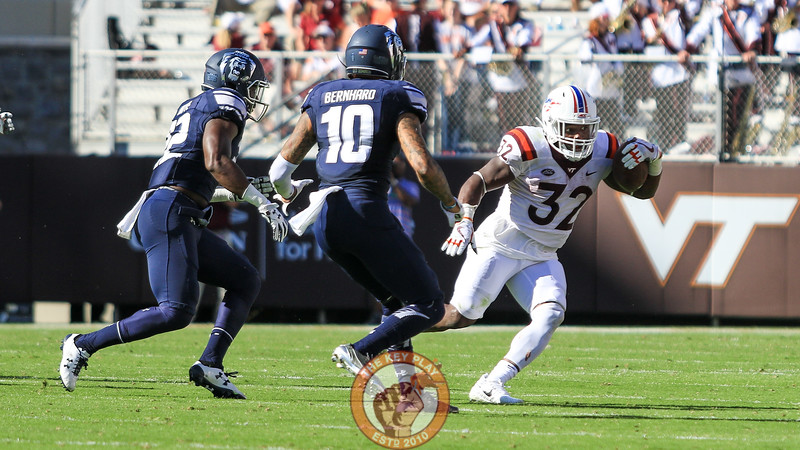 RB Steven Peoples looks to avoid a pair of ODU defenders on another long run. (Mark Umansky/TheKeyPlay.com)