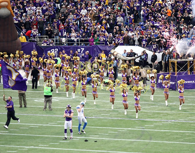 2013 MN Vikings Cheerleaders vs Detroit (Dec 29, 2013)