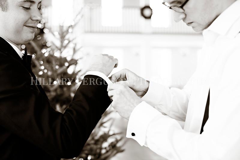 Hillary_Ferguson_Photography_Melinda+Derek_Getting_Ready335.jpg