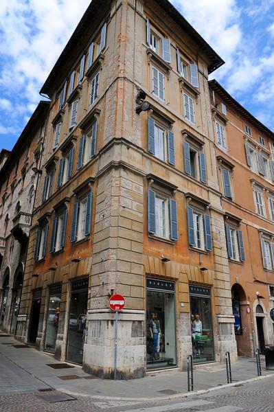 Building in Perugia_7930.jpg