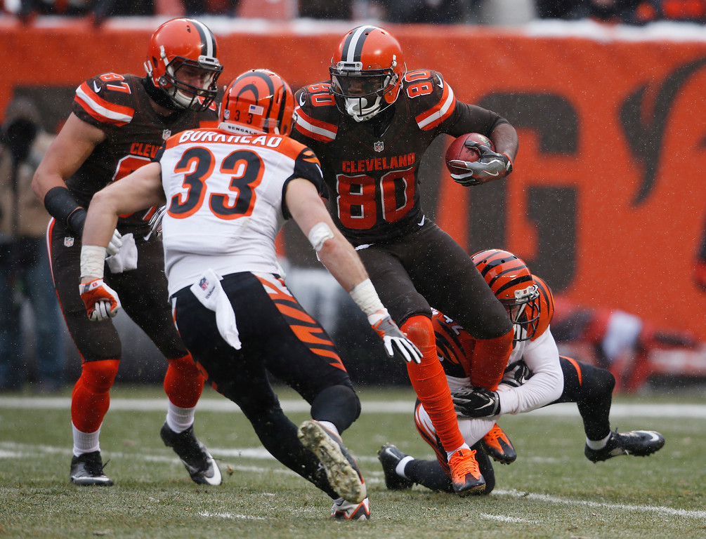 . Cleveland Browns wide receiver Ricardo Louis (80) returns the kickoff in the first half of an NFL football game against the Cincinnati Bengals, Sunday, Dec. 11, 2016, in Cleveland. (AP Photo/Ron Schwane)