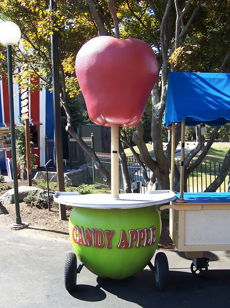 My favorite object at Canobie Lake Park, the apple-themed Candy Apple cart.