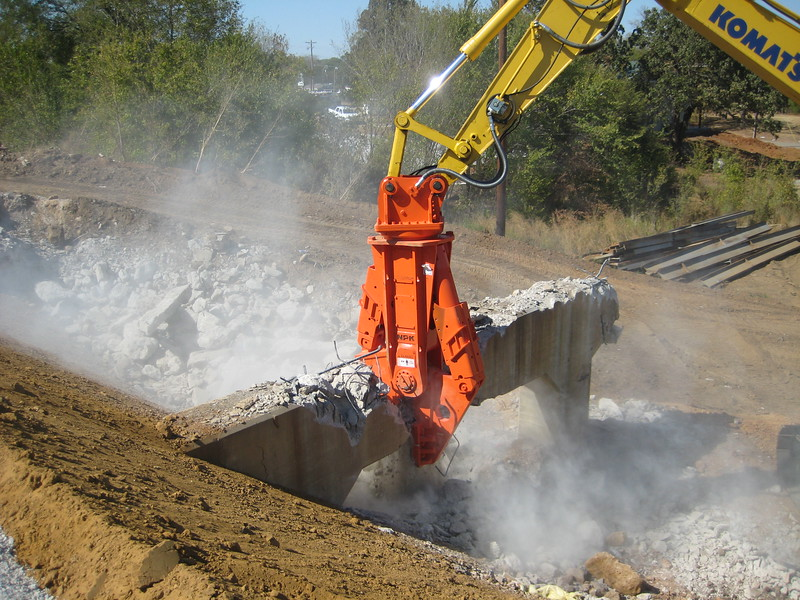 NPK M38G concrete pulverizer on Komatsu excavator-concrete recycling (4).jpg