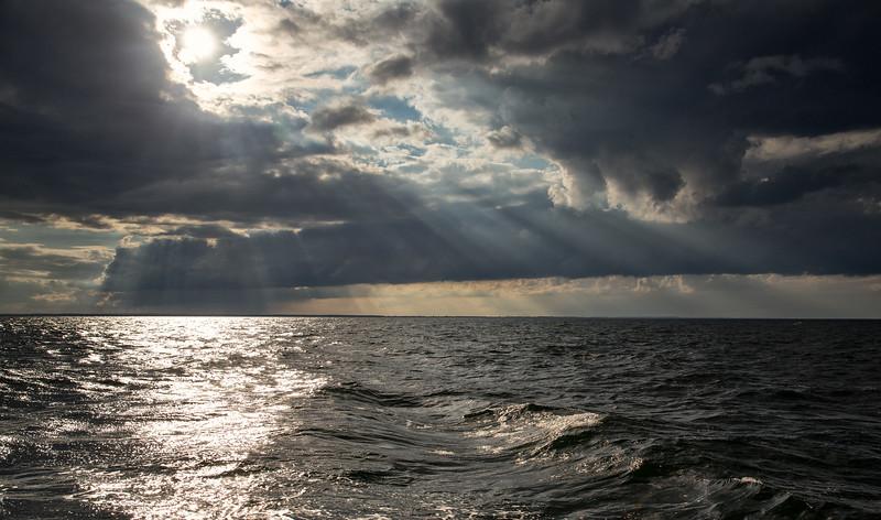 Lübecker Bucht auf dem Meer mit vielen Wolken und Sonne