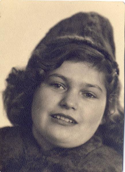 009b Verlobung Mutti 1943.JPG