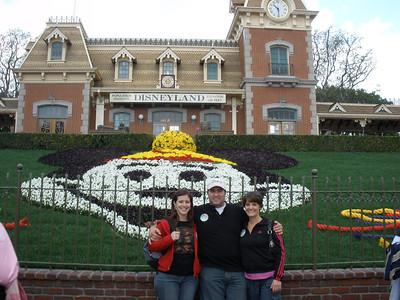2009 Jan 25 Disneyland Club 33 Rob & Lyn's B-days