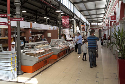 Loule - indoor food and dry goods' market