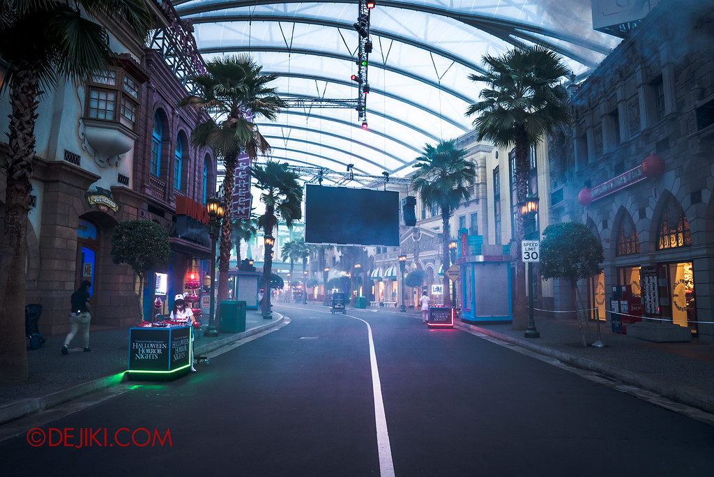 Halloween Horror Nights 6 - Opening Scaremony / Hollywood street before it is filled