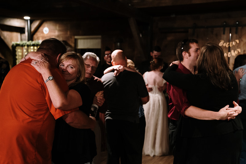 rustic_ohio__fall_barn_wedding-407.jpg