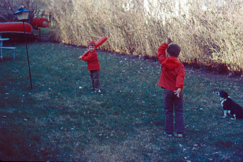 1973-09 - Jeff & Randy in back yard